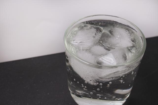 コカコーラ・クリアライム カロリーは48Kcal/100ml  令和生まれの新コークのお味は? さっそく飲んでみたよ。